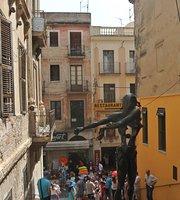 Monumento a Salvador Dali
